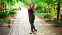 woman-wearing-jeans