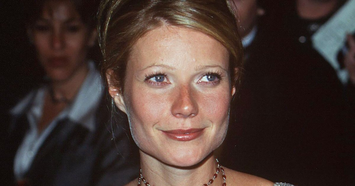 Gwyneth Paltrow Is Auctioning Off Her 2000 Oscars Dress for COVID-19 Relief