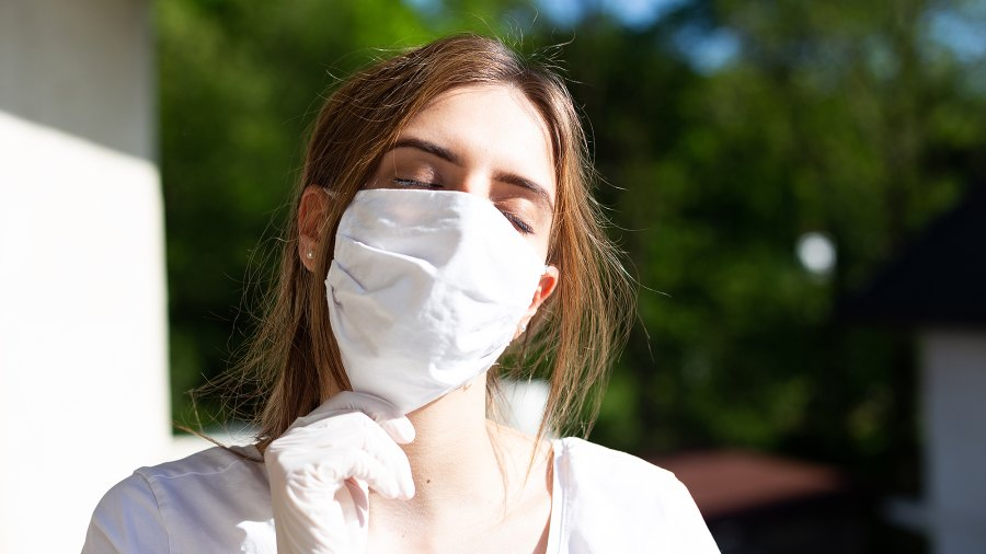 woman-wearing-mask-summer