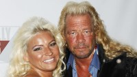 Dog the Bounty Hunter Holds Memorial for Beth Chapmans 1-Year Death Anniversary