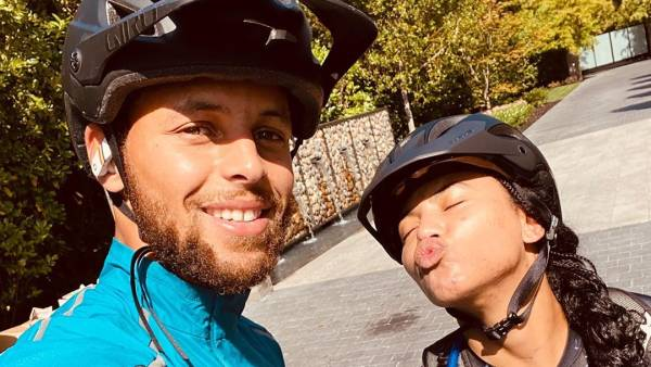Stephen Curry and Wife Ayesha Curry's Hottest and Most PDA-Filled Moments Together