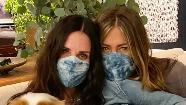 Courteney Cox Jennifer Aniston Masks