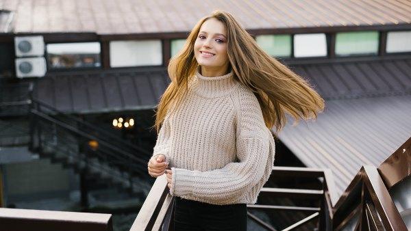 woman-soft-fall-sweater
