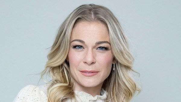 LeAnn Rimes Poses Nude After Psoriasis Returns 1st Time in 16 Years