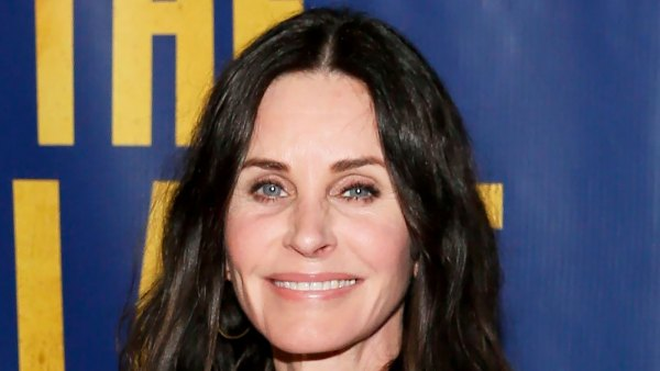 Courteney Cox Recreates 'Friends' Thanksgiving Dance With Turkey on Head