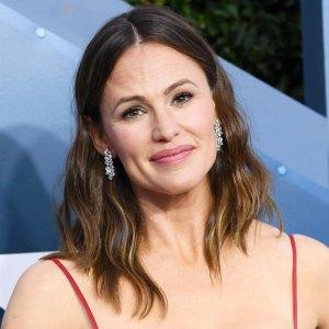 Jennifer Garner Jokes 'Sometimes the 8 Dollar Haircut Worked'