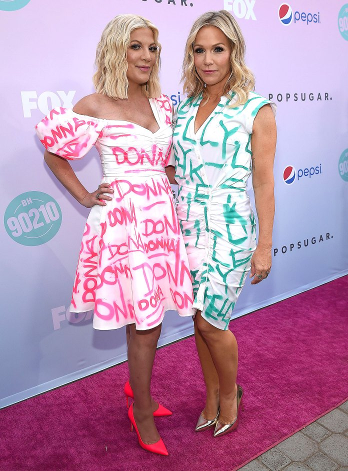Tori Spelling and Jennie Garth Invite Jessica Alba on 9012OMG Podcast
