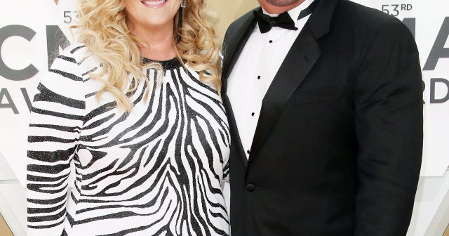 Garth Brooks Reveals Wife Trisha Yearwood Has COVID-19: 'She and I Will Ride Through This Together'.jpg