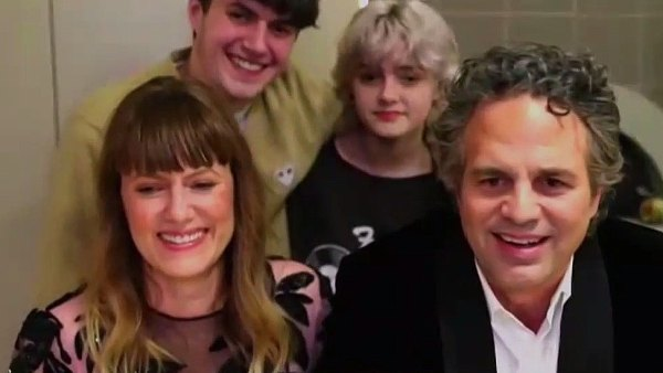 Mark Ruffalo's Kids Adorably Crash His Zoom Acceptance Speech at Golden Globes 2021