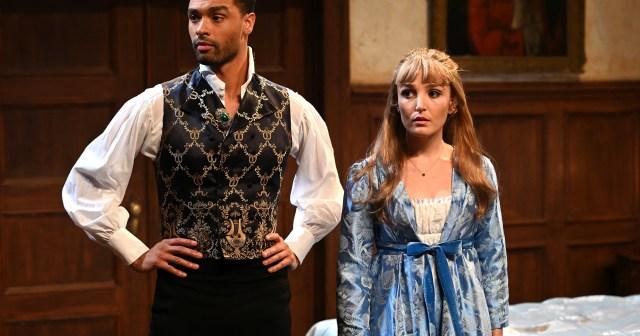Rege-Jean Page and Chloe Fineman Reenact Bridgerton's Steamy Sex Scenes on 'Saturday Night Live'.jpg