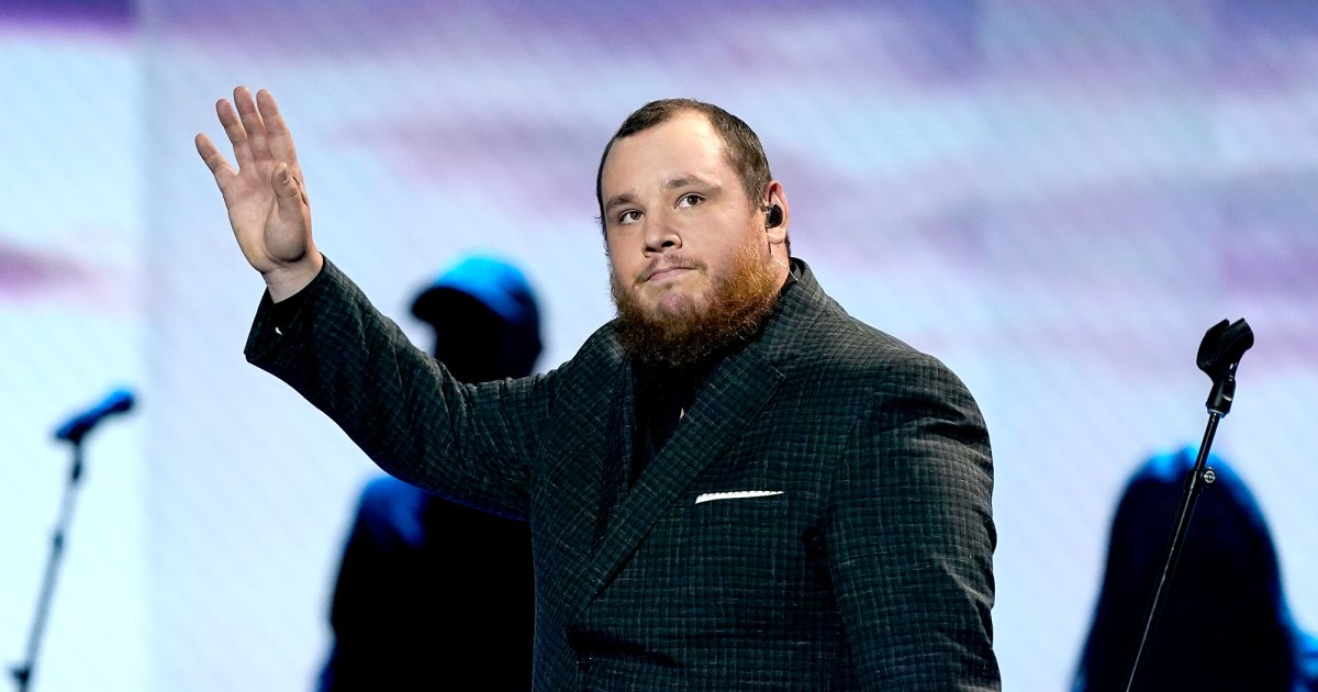 Luke Combs pays for funerals for fans who died at music festival