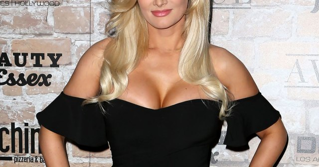 Holly Madison Reflects on Body Dysmorphia Struggles During Time at Playboy Mansion: 'It's Not Worth It'.jpg