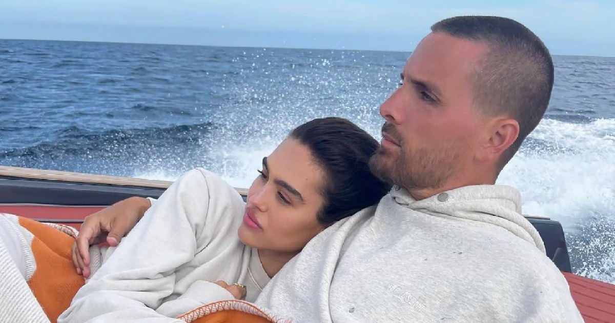 Scott Disick Cozies Up With Amelia Hamlin and Daughter Penelope on Weekend Boat Trip: Photos