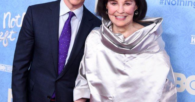 Anderson Cooper's Late Mom Gloria Vanderbilt Wanted to Be His Surrogate at Age 85: 'Kind of Nutty'.jpg