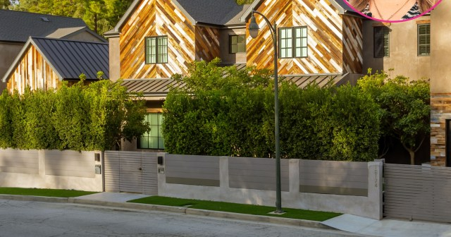Kelly Clarkson Sells Farmhouse She Custom-Designed With Ex Brandon Blackstock: See Inside $8.24M Mansion.jpg