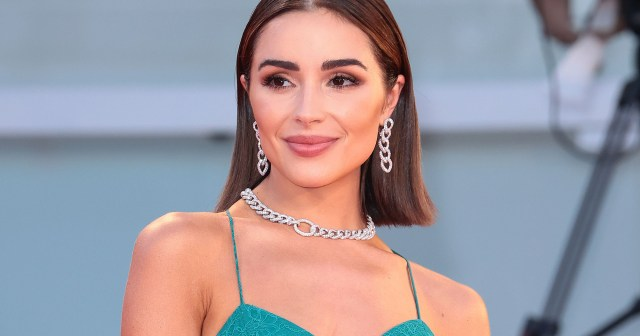 Olivia Culpo Uses This Bronzing Cream on Her Face, Neck and Eyes.jpg