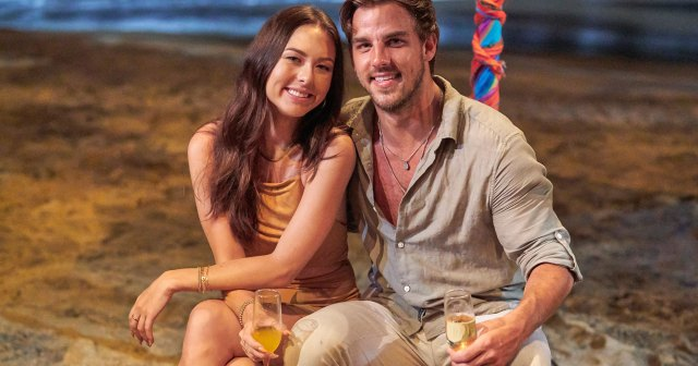 Bachelor in Paradise's Noah Erb Drives His Car Into His House After Date With Abigail Heringer: 'Love Makes You Do Crazy Things'.jpg
