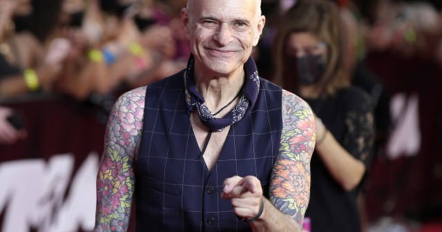 Van Halen Singer David Lee Roth Will Retire After Final 5 Concerts: 'I Am Throwing in the Shoes'.jpg