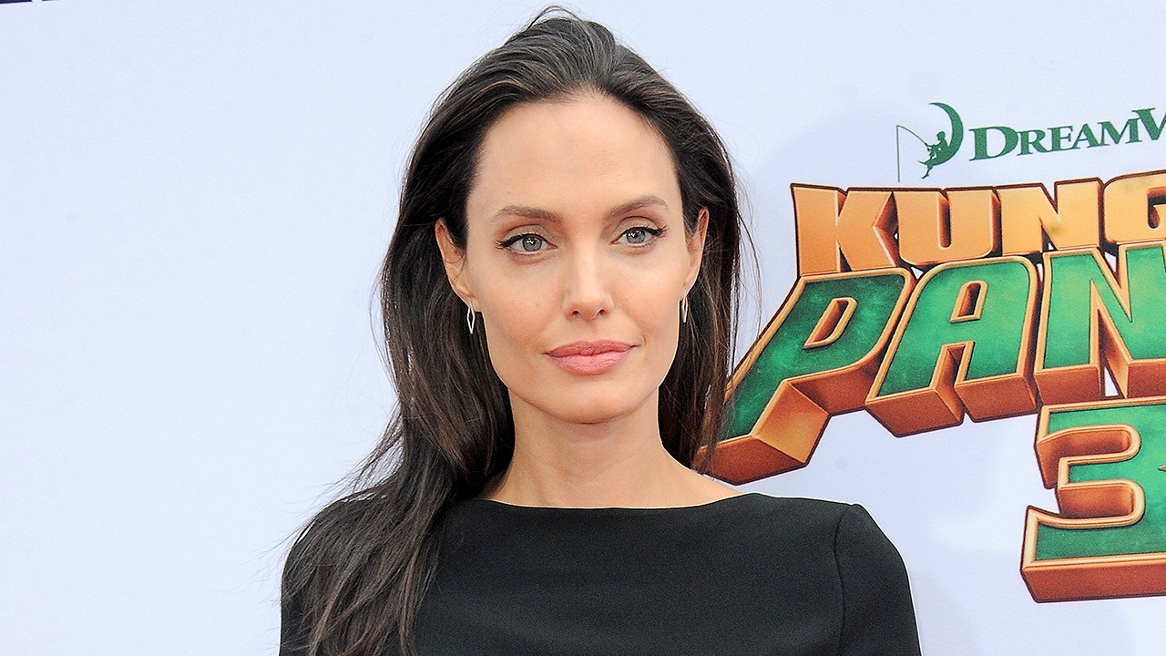 Angelina Jolie, Divorce, Single
