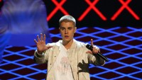 Justin Bieber took a tumble during his gig on Wednesday night