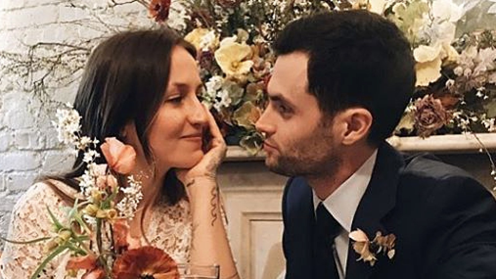 Domino Kirke Wed Penn Badgley In Boho Mini Wedding Dress