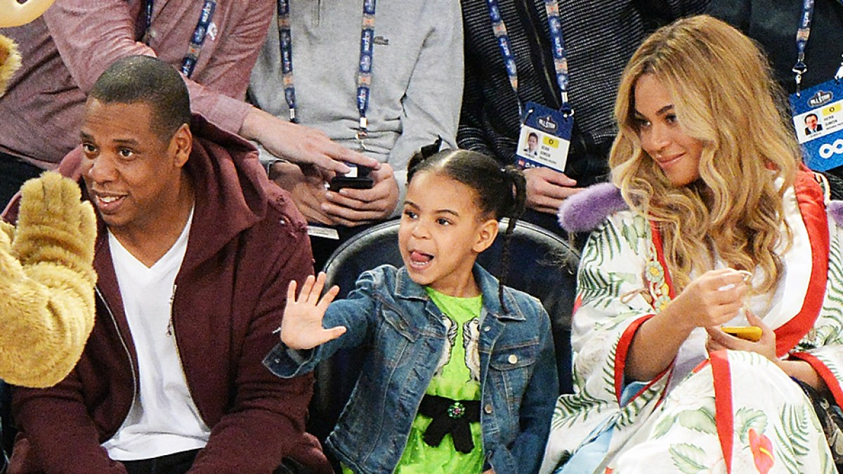 8fd64a2e272364 Blue Ivy Carter Snacks on Cotton Candy Courtside With Pregnant Beyonce