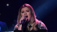 Kelly Clarkson bids farewell to American Idol with a little help from her daughter