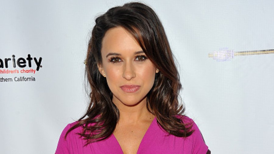 Lacey Chabert gives birth