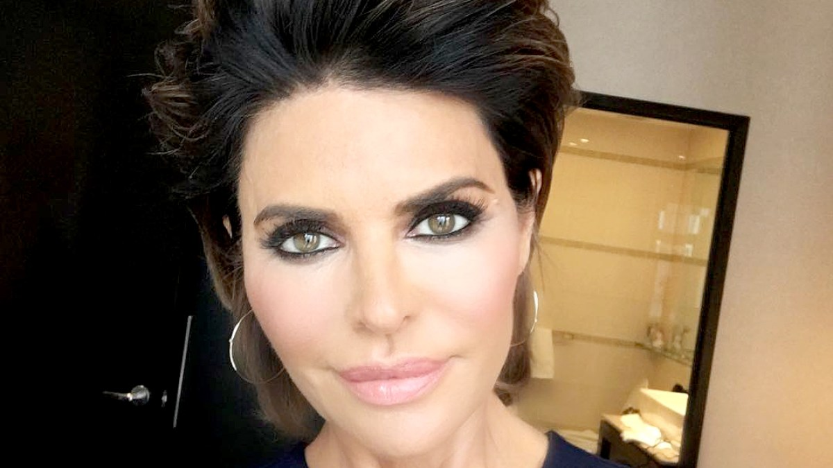 Lisa Rinna Changes Her Hairstyle for First Time in 20 Years — See Her Sexy 3e585fc7c