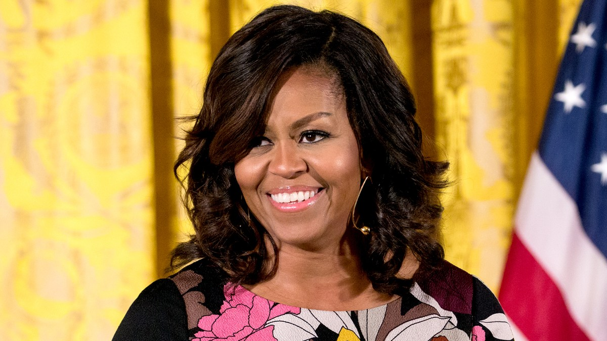 Michelle Obama Debuts New Hairstyle Pics