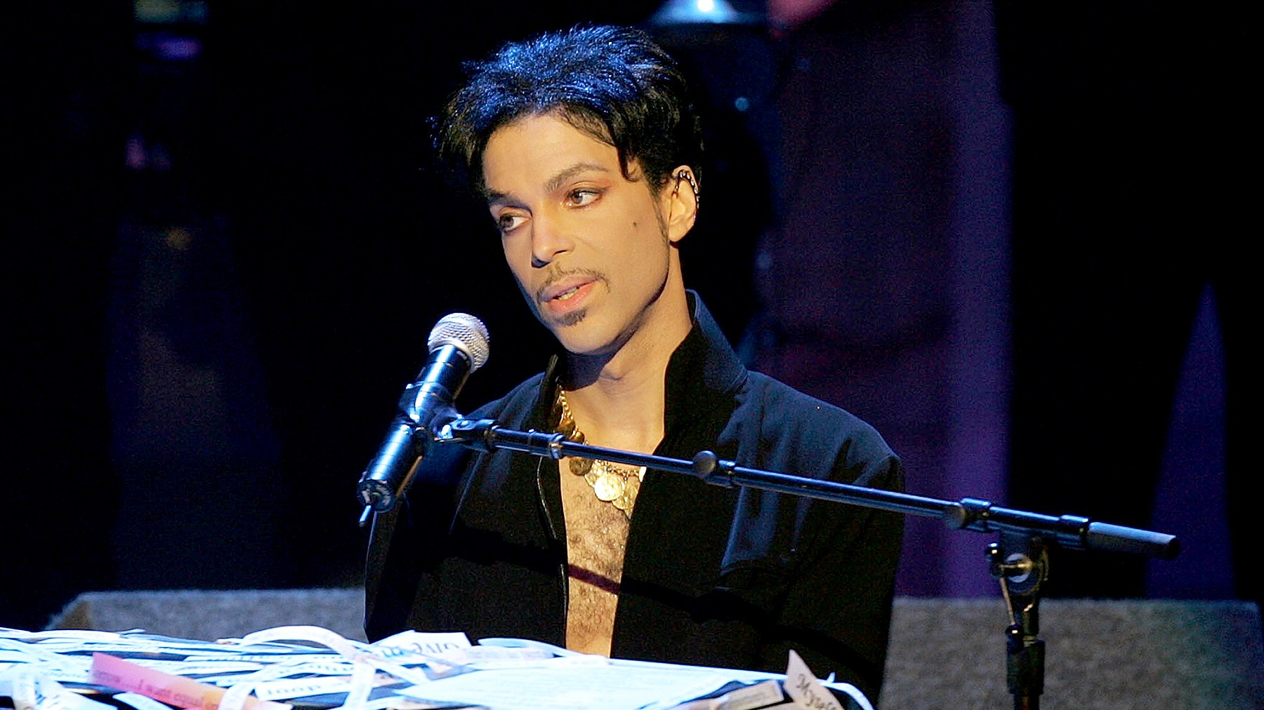 Prince performs on stage at the 36th NAACP Image Awards at the Dorothy Chandler Pavilion on March 19, 2005 in Los Angeles, California.
