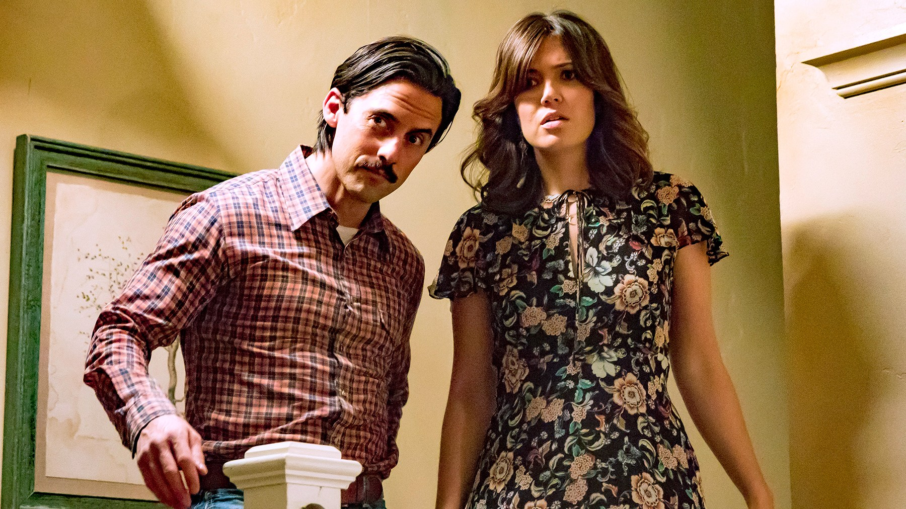 Milo Ventimiglia as Jack Pearson and Mandy Moore as Rebecca Pearson in This Is Us.