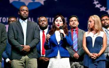नेपाली चेली कञ्चन पूर्व अमेरिकी राष्ट्रपति क्लिन्टनद्वारा सम्मानित
