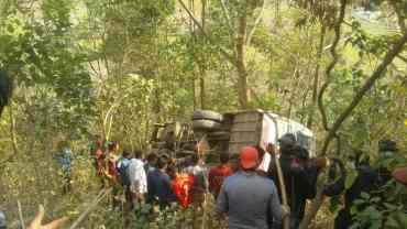 सिन्धुपाल्चोकमा बस दुर्घटना, तीन जनाको मृत्यु