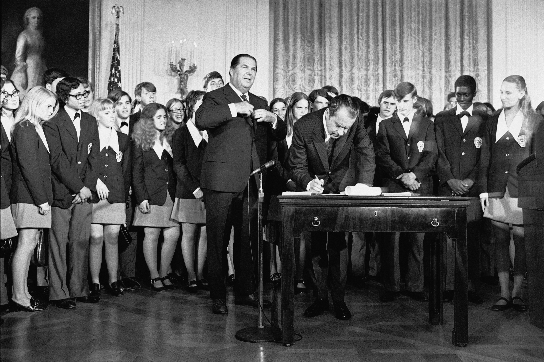Photos 26th Amendment Drops Voting Age To 18
