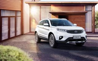 Automaker releases mid-size SUV in China 2