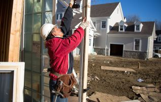Housing sector is 'a disaster,' Fed is ignoring the data 1