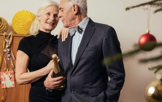 Toast 2019 with these 6 retirement New Year's resolutions 2