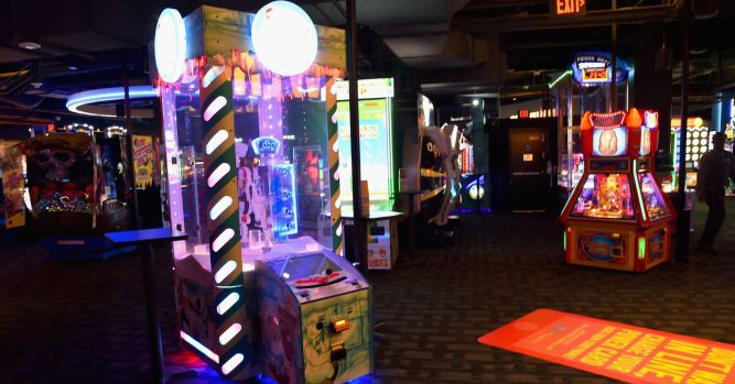 Dave & Buster's shares jump on raised forecast as sales improved 1
