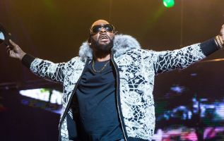 R. Kelly, Sony reported to be parting ways 3