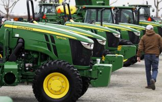 Deere cites trade war issues for earnings miss; shares fall 1