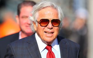 Patriots' Robert Kraft apologizes to family, friends for sex solicitation 2