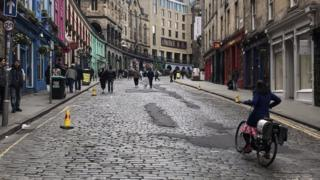 Traffic-free days begin in Edinburgh city centre 1