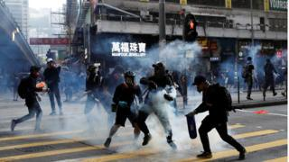 Hong Kong: 'I was tear gassed getting my lunch' 1