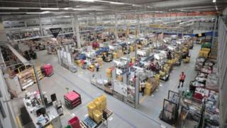 Coronavirus: Amazon workers strike over virus protection 1