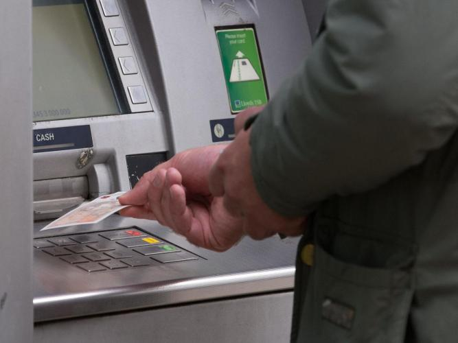 Has Covid finally killed off the UK's love of cash? 8