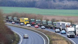 Brexit letter warns of 7,000-truck queues in Kent 1