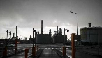 Oil, gas prices slip as Hurricane Laura makes landfall