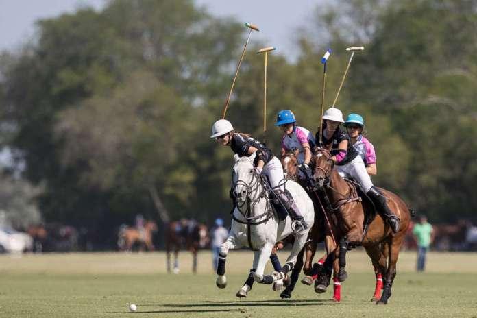 Ellerstina's Lia Salvo leads the field in Tuesday's semifinal versus Santa Maria de Lobos. ©Matias Callejo