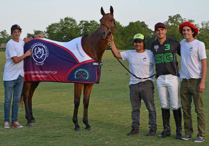 Best Playing Pony Mischievous, played and owned by Matt Coppola. Pictured with Ciro Eleno, Fernando Force, Agustin Paris. ©Katie Roth